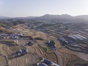 日本の田園風景ドローン撮影・淡路島の写真素材 [FYI04703574]