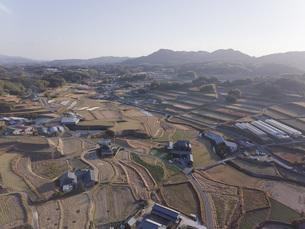 日本の田園風景ドローン撮影・淡路島の写真素材 [FYI04703577]