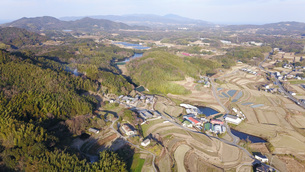 日本の田園風景ドローン撮影・淡路島の写真素材 [FYI04703600]