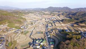 日本の田園風景ドローン撮影・淡路島の写真素材 [FYI04703604]