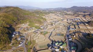 日本の田園風景ドローン撮影・淡路島の写真素材 [FYI04703607]