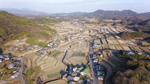 日本の田園風景ドローン撮影・淡路島の写真素材 [FYI04703608]