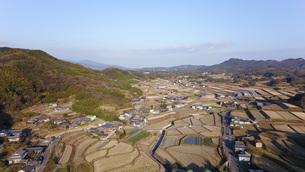 日本の田園風景ドローン撮影・淡路島の写真素材 [FYI04703611]
