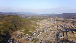 日本の田園風景ドローン撮影・淡路島の写真素材 [FYI04703612]