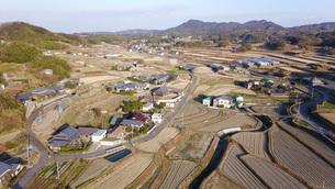 日本の田園風景ドローン撮影・淡路島の写真素材 [FYI04703616]