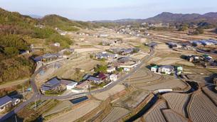 日本の田園風景ドローン撮影・淡路島の写真素材 [FYI04703619]