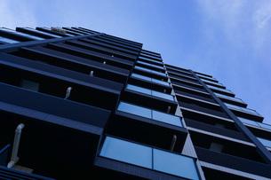 高層ビル・タワーマンションの写真素材 [FYI04703642]