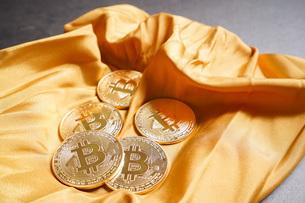 仮想通貨・ビットコインイメージの写真素材 [FYI04703688]