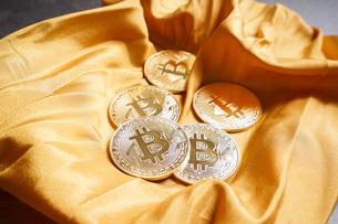 仮想通貨・ビットコインイメージの写真素材 [FYI04703697]
