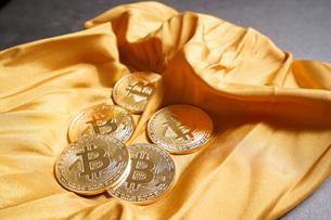 仮想通貨・ビットコインイメージの写真素材 [FYI04703698]