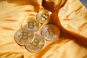 仮想通貨・ビットコインイメージの写真素材 [FYI04703700]