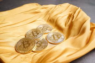 仮想通貨・ビットコインイメージの写真素材 [FYI04703704]