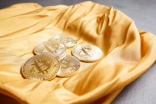 仮想通貨・ビットコインイメージの写真素材 [FYI04703712]