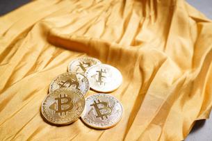 仮想通貨・ビットコインイメージの写真素材 [FYI04703717]