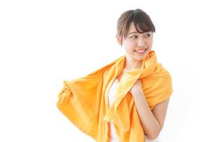 お風呂上がりの女性の写真素材 [FYI04703732]