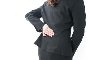 腰痛を感じるビジネスウーマンの写真素材 [FYI04704021]