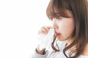 鼻血が出た女性の写真素材 [FYI04704033]