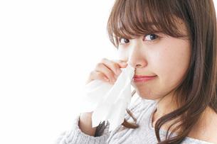鼻血が出た女性の写真素材 [FYI04704039]