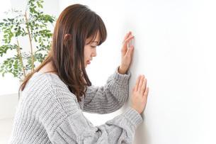 貧血・立ちくらみ・生理痛の写真素材 [FYI04704054]