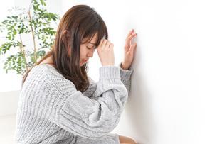 貧血・立ちくらみ・生理痛の写真素材 [FYI04704059]