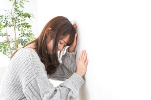 貧血・立ちくらみ・生理痛の写真素材 [FYI04704062]