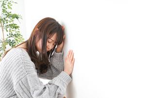 貧血・立ちくらみ・生理痛の写真素材 [FYI04704064]