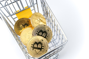 ビットコインでショッピングの写真素材 [FYI04704946]