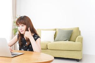 ビデオチャット・オンライン英会話の写真素材 [FYI04705779]