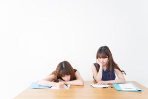 授業に退屈している学生の写真素材 [FYI04705921]
