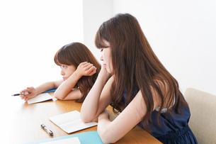 授業に退屈している学生の写真素材 [FYI04705926]