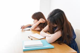 授業に退屈している学生の写真素材 [FYI04705930]