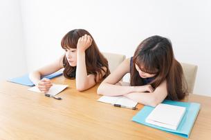 授業に退屈している学生の写真素材 [FYI04705931]