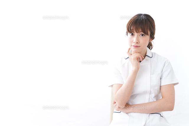 若い女性看護師の写真素材 [FYI04706049]