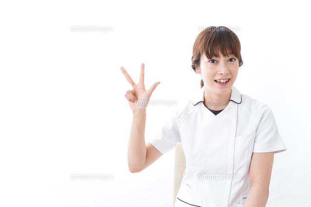 若い女性看護師の写真素材 [FYI04706052]