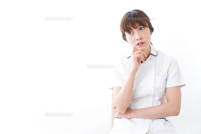 若い女性看護師の写真素材 [FYI04706069]