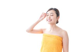 入浴後の女性の写真素材 [FYI04706214]