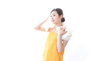 入浴後の女性の写真素材 [FYI04706229]