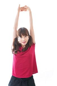 準備運動をする女性の写真素材 [FYI04706487]