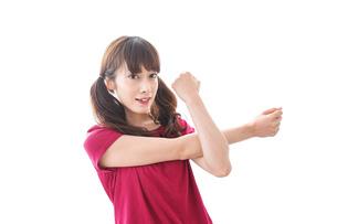 準備運動をする女性の写真素材 [FYI04706488]