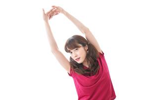 準備運動をする女性の写真素材 [FYI04706489]