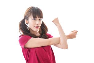 準備運動をする女性の写真素材 [FYI04706490]