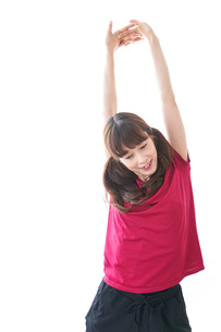 準備運動をする女性の写真素材 [FYI04706493]