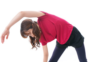 準備運動をする女性の写真素材 [FYI04706502]