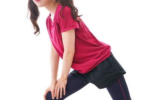 準備運動をする女性の写真素材 [FYI04706503]