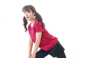 準備運動をする女性の写真素材 [FYI04706506]
