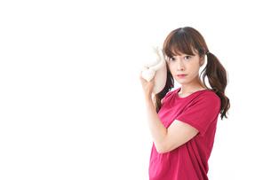 汗を拭く女性の写真素材 [FYI04706600]