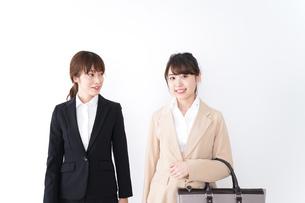 商談・ビジネスウーマン・取引の写真素材 [FYI04706931]