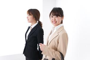 商談・ビジネスウーマン・取引の写真素材 [FYI04706944]