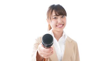 インタビューをする女性の写真素材 [FYI04706983]