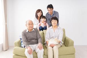 家族集合写真の写真素材 [FYI04707753]